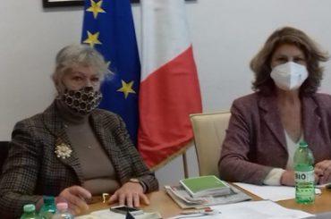 Silvia Costa e la sua consigliera durante la riunione del Tavolo Istituzionale Permanente
